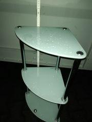 Eckregal aus Milchglas