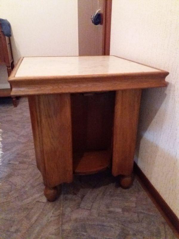 Antike möbel tische und stühle  Antiker kleiner Getränke Tisch/Truhe, Eiche massiv und Antiker Eiche ...