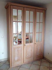 3 - türiger Schrank mit Spiegeltüren