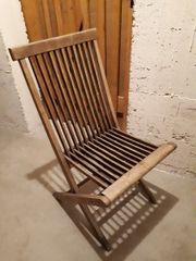 Klappstuhl aus Holz zu verschenken