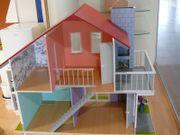 Barbie-Puppenhaus zu