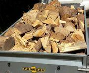 Brennholz Anhänger voll