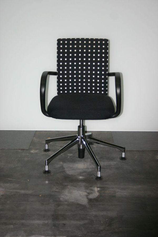 Stuhl Konferenzstuhl In Schwarz Weiss Von Vitra Modell Ac1