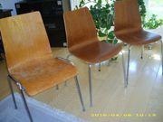 Drei Stühle, stapelbar