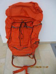 orangefarbener Kracksenrucksack mit