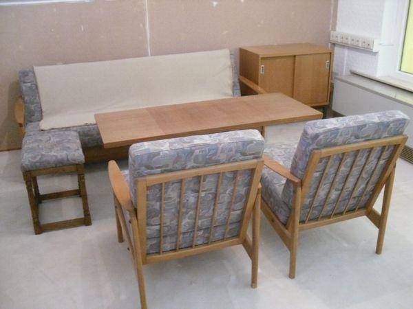 Wohnzimmer-Garnitur: Tisch, Stühle und Bett-Sofa + 2 Schränke! in ...