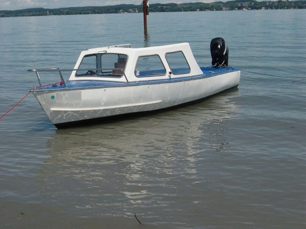 Anlegeplatz für Motorboot