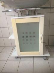 Waschbeckenunterschrank auf Rollen