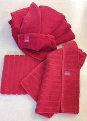 4x Handtücher und 2x Duschvorleger